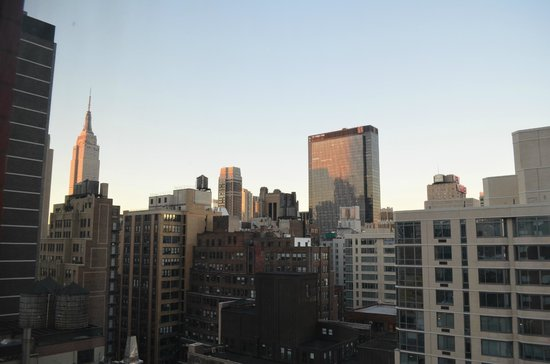 Fairfield Inn & Suites New York Manhattan/Times Square : Daytime view from our room