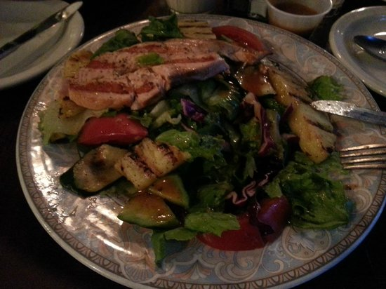 Georgio's Country Grill : Fish and pinneaple salad