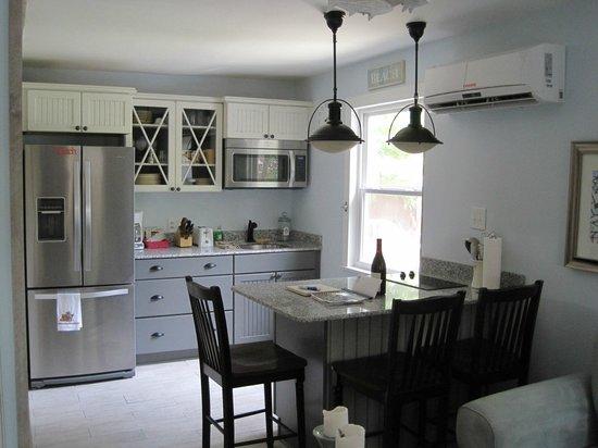 Front Beach Cottages: Bellande Cottage Kitchen