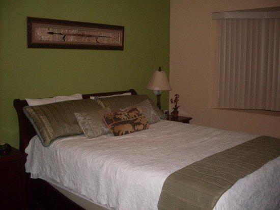 Casa Isabella Costa Rica: Una hermosa habitación y una cama muy confortable