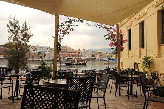 Alcanea Boutique Hotel: View to the port