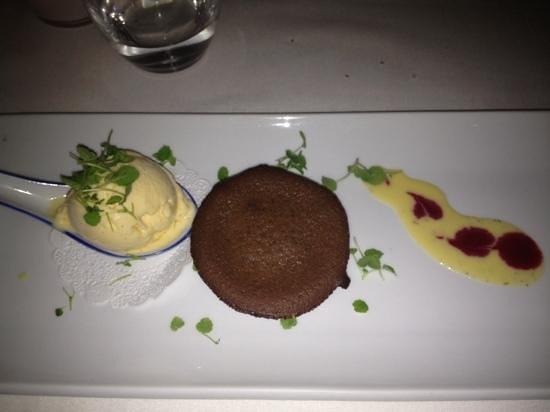 viszooi: dessert - ice cream & fudge cupcake