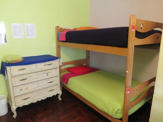 Dragonfly Hostels: Four-Girl Dorm Furnishings