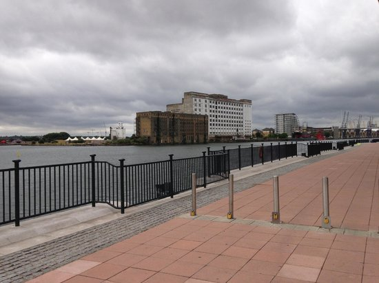 Aloft London Excel : Quiet and peaceful - walk to cable cars