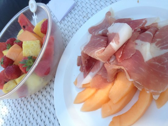 Parco dei Principi Grand Hotel & SPA: Delicious Parco-poolside snacks