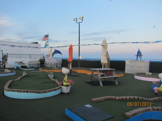 Ryan's Mini Golf: up top