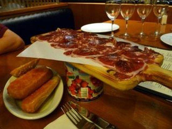 Moncho's Barcelona: Jambon ibérique avec pan tomate