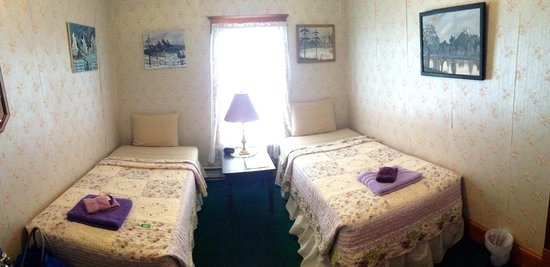 Lilac House Bed and Breakfast: Twin Beds Room