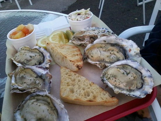 Tony's Crab Shack: grilled oysters