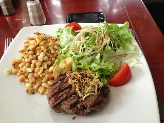 Metro Cafe : Steak al grill y mostaza con ensalada y choclo frito