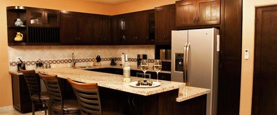 Ventanas Hotel & Residences: Kitchen