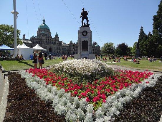 Government Street: pretty flowers everywhere