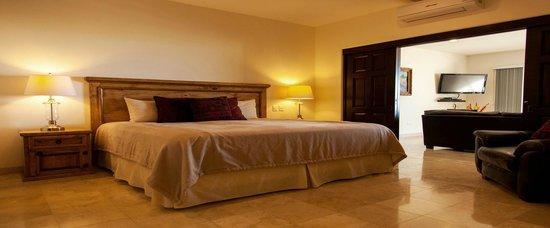Ventanas Hotel & Residences: Master Bethroom