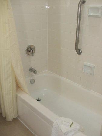Doubletree by Hilton Hotel Rochester : Bathroom