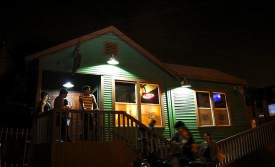 Lucky Irish Pub: Esta es una foto de nuestra fachada.