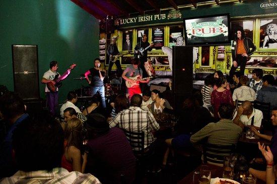 Lucky Irish Pub: Los Martes y Jueves tenemos grupos en vivo.