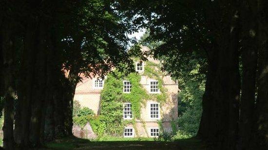 Schlosspark Lütetsburg: Privatweg zum Schloss