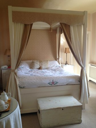 Black Lion Hotel : Four Poster bed in Julienna Room