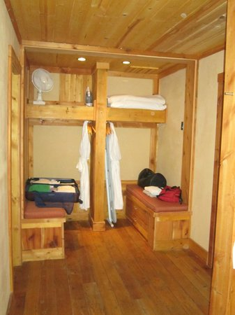 Rainbow Ranch Lodge : Wardrobe area