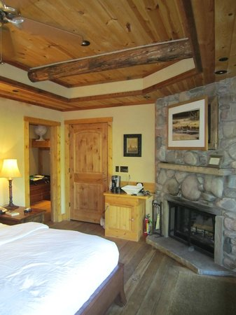 Rainbow Ranch Lodge : Pondside luxury
