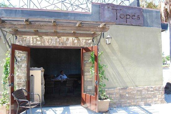 Cafe Topes: Side entrance