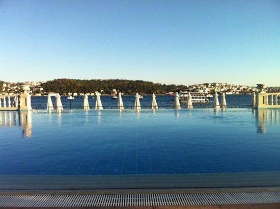 Ciragan Palace Kempinski Istanbul: Pool's view
