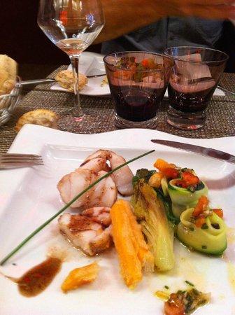 La Table du Fort: Plat : lotte, frite de patate douche, courgette, petit légumes