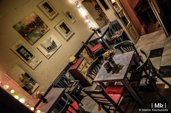 Kimolia Art Cafe: Our middle, colourful room!