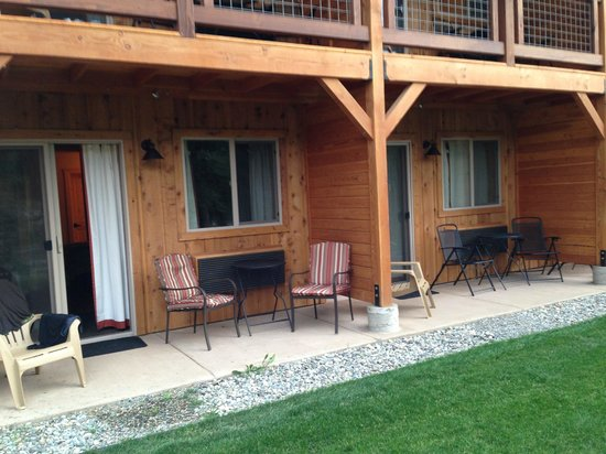 Methow River Lodge & Cabins: looking back at our room