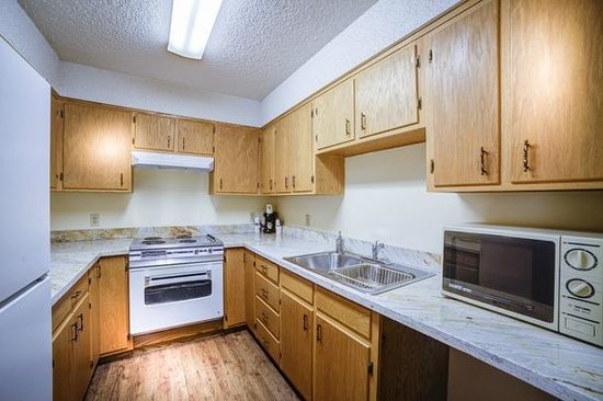 Super 8 Moab: Full size Kitchen in Kitchenette Suite