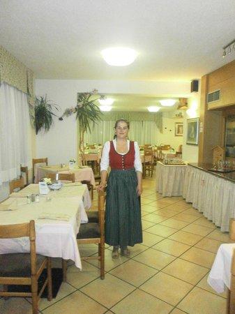 Hotel Rododendro: personale sala ristorante