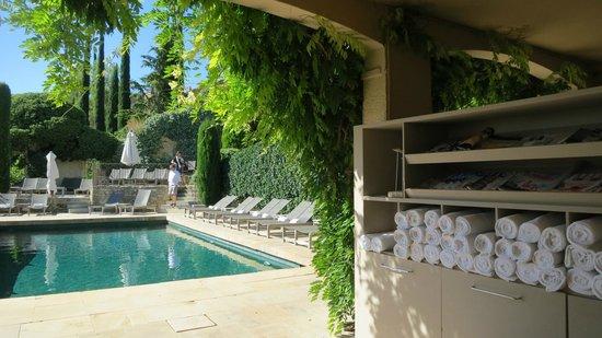 Hotel Crillon le Brave: Pool (Kept at a civilized temp)