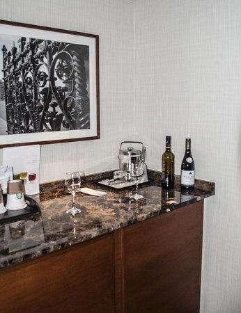 The Westin Ottawa : The small bar area in our suite. Oddly the fridge was in the bedroom.
