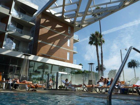 Shore Hotel : exterieur piscine