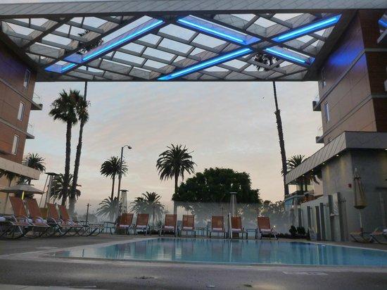 Shore Hotel : vue depuis la piscine