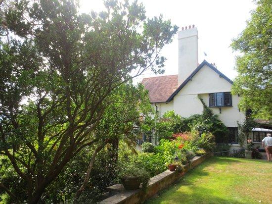 Beverleigh B&B: Blick aus dem Garten auf das Haus