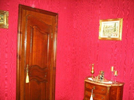 Domaine de la Vivarié : chambre ameublement