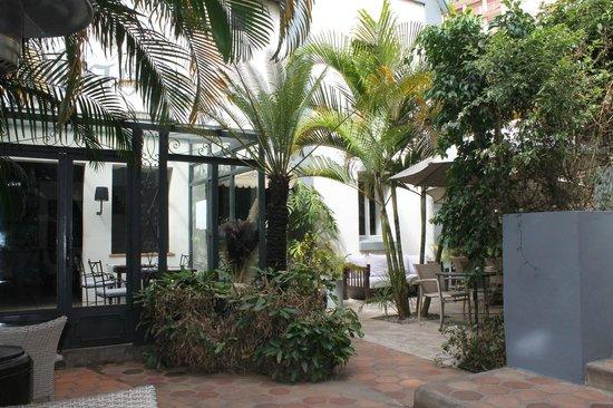 Hotel La Ribaudiere : patio