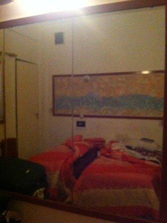 Hotel Sol Montserrat: Quarto