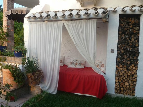 Cortijo La Haza : Daybed, my favoured spot!