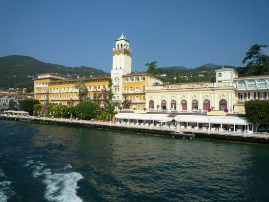 Grand Hotel Gardone : View of the hotel from the ferry