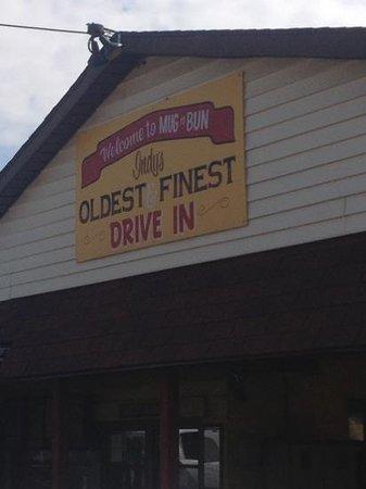 Mug-n-Bun Drive-In Restaurant : oldest & finest drive in