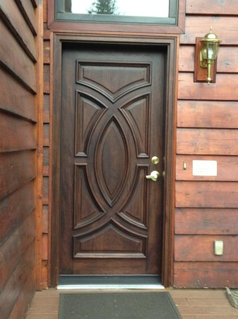 Denali Dome Home Bed and Breakfast: Awesome front door