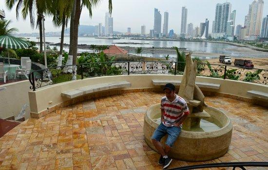 Plaza Paitilla Inn: la fuente dentro del hotel