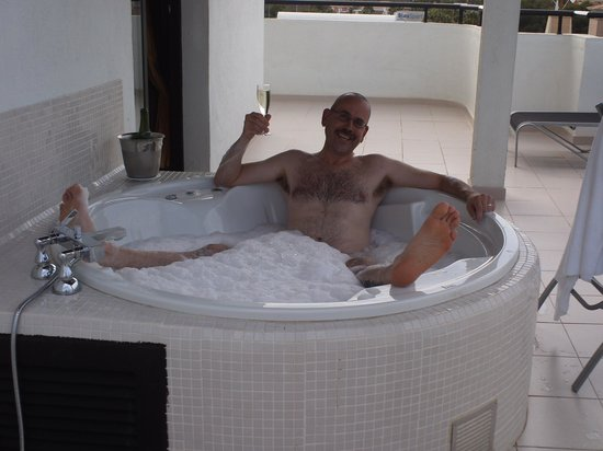Protur Palmeras Playa Hotel: Enjoying the jacuzzi on the terrace