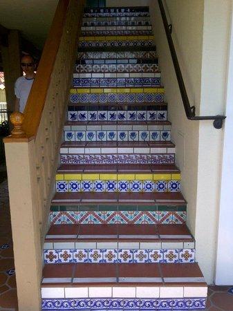 Best Western Plus Pepper Tree Inn: Tiled stairway at the Pepper Tree