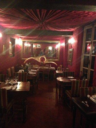 Au Vieux Paris d'Arcole : Inside the upstairs portion