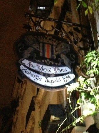 Au Vieux Paris d'Arcole : The building's been around since 1594!!!
