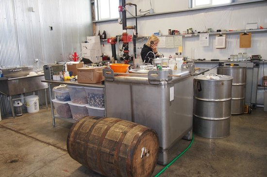 Limestone Branch Distillery : mixing and testing flavors
