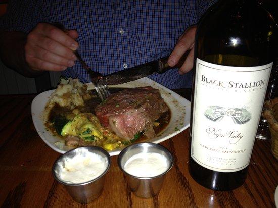 The Pleasant Street Inn: Dinner at Murphy's (Prime Rib & Black Stallion Wine)